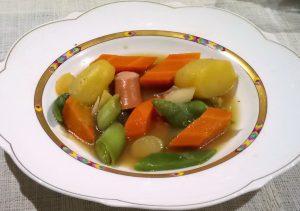 Gemüseeintopf mit Wiener Würstchen